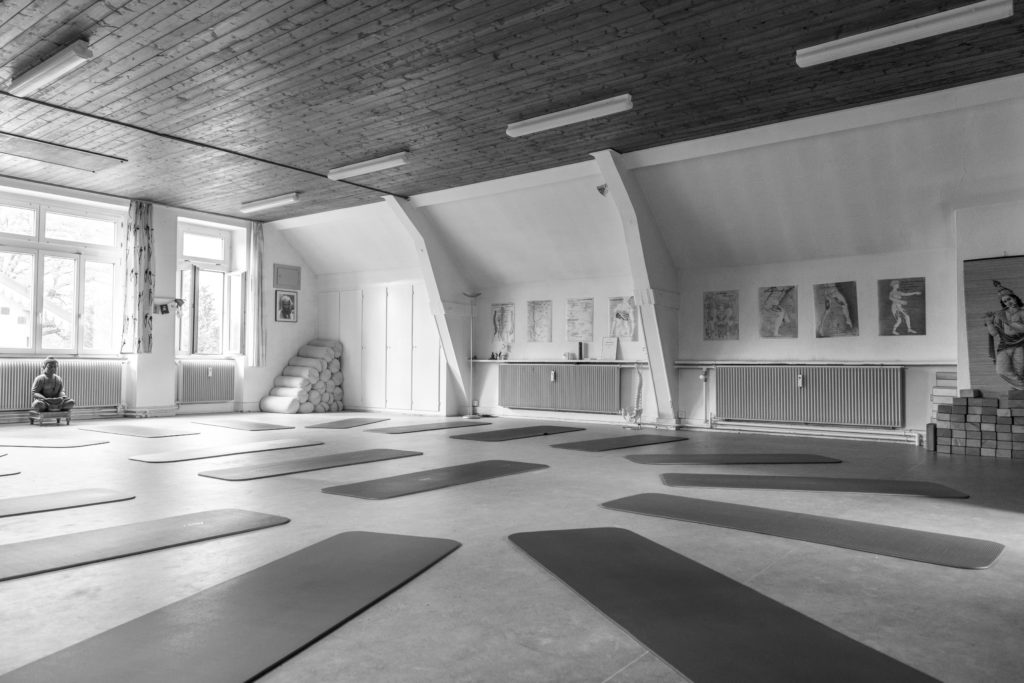 infos pratiques surya yoga. Black Bedroom Furniture Sets. Home Design Ideas
